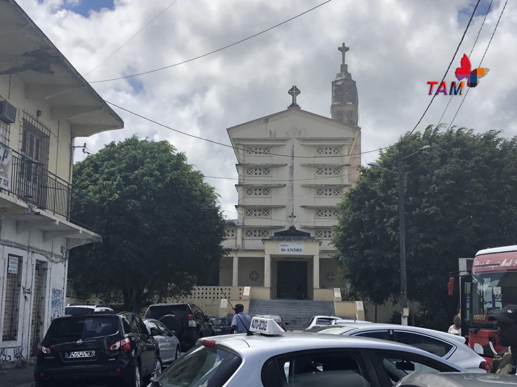 Clocher de l'Église Saint-André de la ville de Morne-à-l'Eau , en Guadeloupe